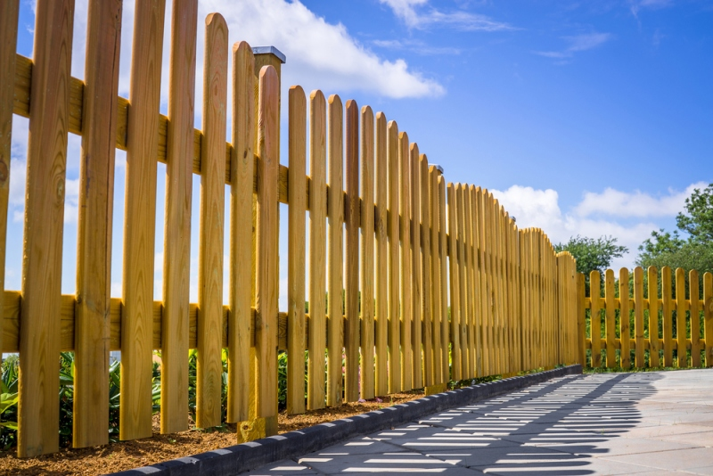 How To Pick The Best Fence For Hot and Humid Weather