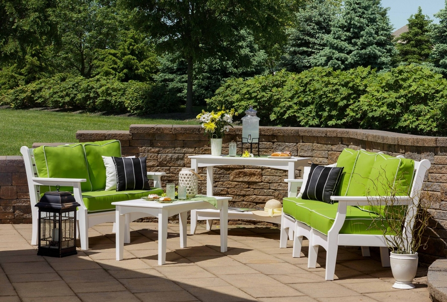 How To Choose The Right Outdoor Table Set For Your Backyard